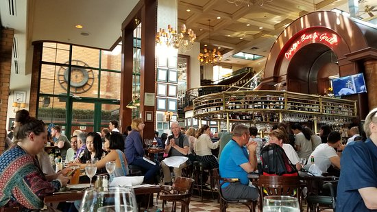 Joe Fortes Seafood & Chop House: interior