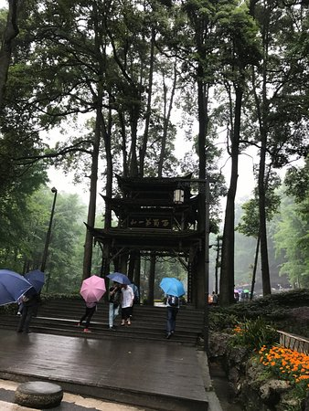 Mount Qingcheng: Another gate on the way up