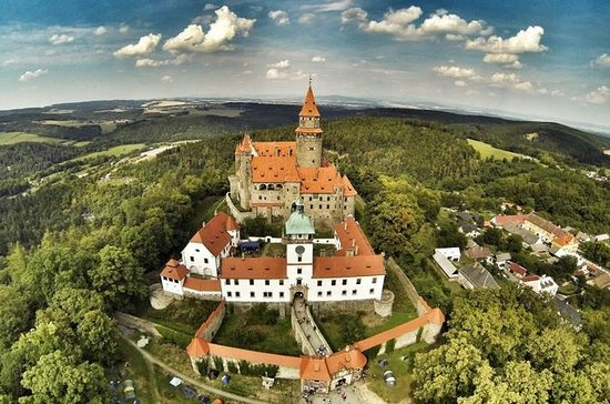 Märchenschloss Bouzov und Höhlen...