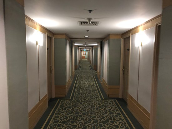 New World Saigon Hotel: Get a room nearer the end of this corridor