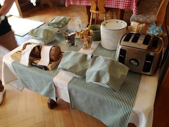 Goldswil, Sveits: Frühstück
