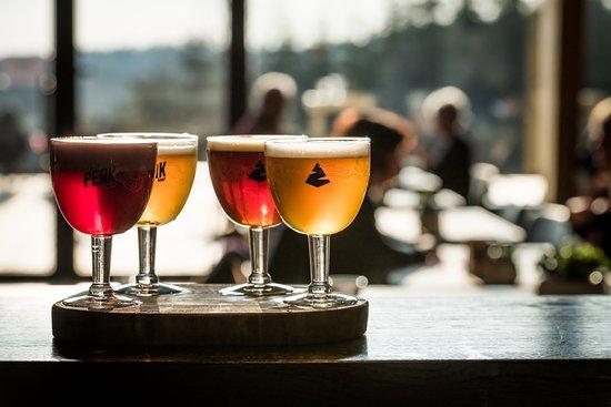 Sourbrodt, เบลเยียม: Les 4 bières : la Blonde, la Brune, la Triple et la Myrtille (fruit emblématique des Hautes Fagn