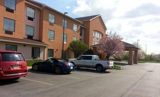 Farmington, NY: front parking area & entrance