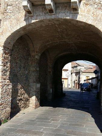 Castello dei Ruffo: 20170625_165301_large.jpg