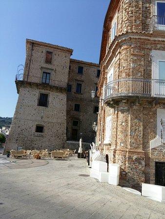 Castello dei Ruffo: 20170625_165247_large.jpg