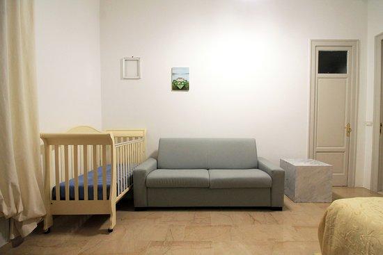 Camera Family, culla e divano letto - Picture of Yudina B&B ...