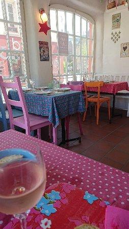 Harfleur, Frankrike: La Cantine Restaurant Associatif