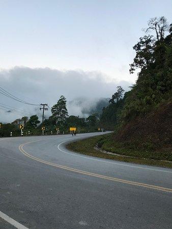 อุทยานแห่งชาติดอยภูคา: The road at the sunrise view point