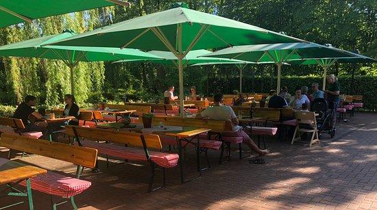 Stadtlohn, ألمانيا: Unser Biergarten lädt zum zurücklehnen und entspannen ein
