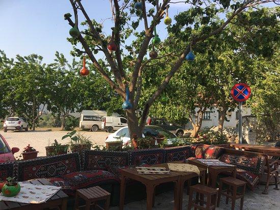 Sirince, Turquía: Cosy restaurant with nice decoration @ tree