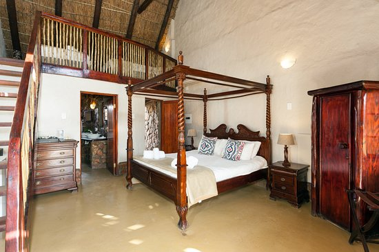 Aquila Private Game Reserve: Luxury Family Cottage interior