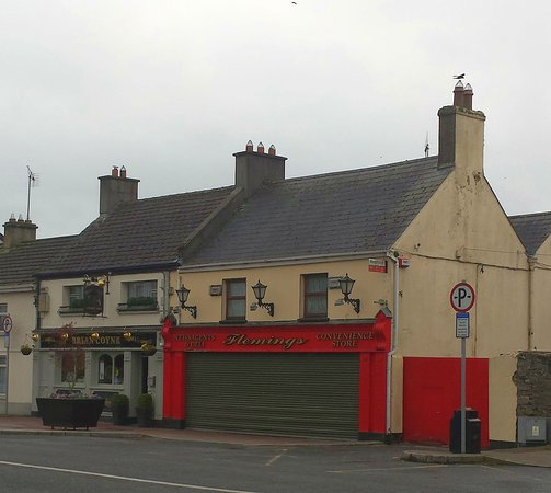 Kinnegad, Irlanda: Its the pub on the left
