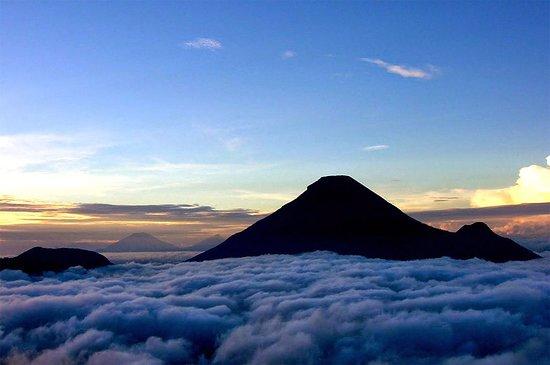 Wonosobo, Indonesien: Gunung Sindoro adalah salah satu gunung populer yang berada di Jawa Tengah. Dengan ketinggian 3.