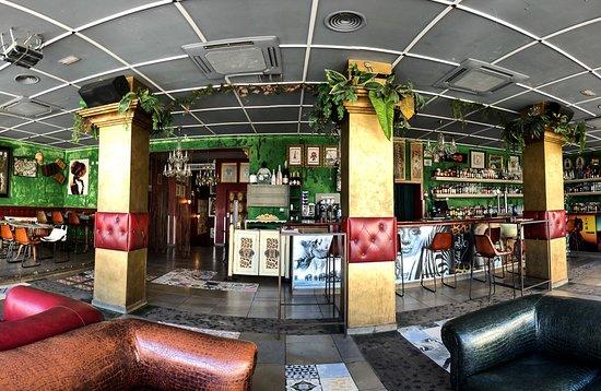 Lola's Bar