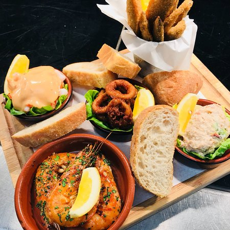 The Allerton: Hot and cold seafood sharing plater