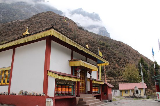 Lachung Monastery: The smaller gompa at Lachung