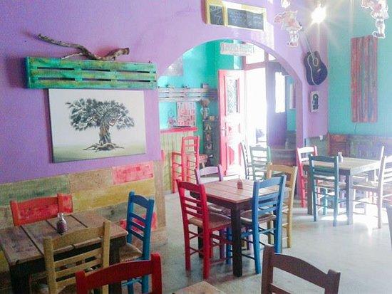 Poseidonia, Grèce : local Melydron!!!