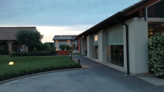 Tessera, Italia: ingresso esterno camera e vista camera