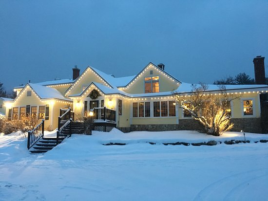 Red Clover Inn & Restaurant: Red Clover Inn in the winter