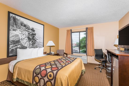 Sun Prairie, WI: One Queen Bed