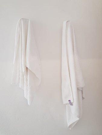 Apulo, Kolumbia: Toallas para dos personas llenas de cloro y aceites del spa