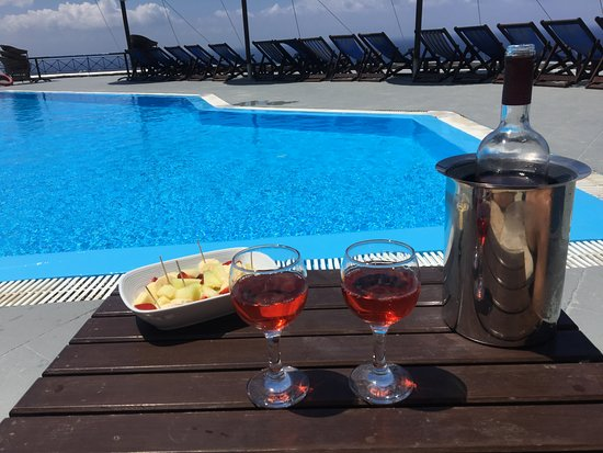 Lioyerma Lounge Cafe Pool Bar: Vue piscine