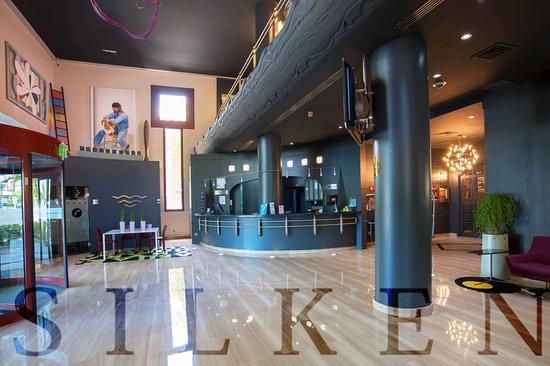 https://media-cdn.tripadvisor.com/media/photo-s/12/f9/a6/13/silken-amara-plaza-hotel.jpg