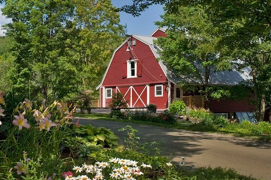 Warren, VT: The Handsome Red Barn at West Hill House B&B offers 900 sq ft of pine-lined meeting space