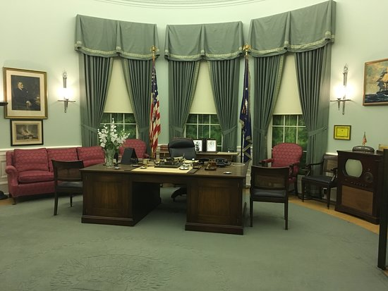 Independence, MO: Mockup of the Oval Office during Truman's presidency.