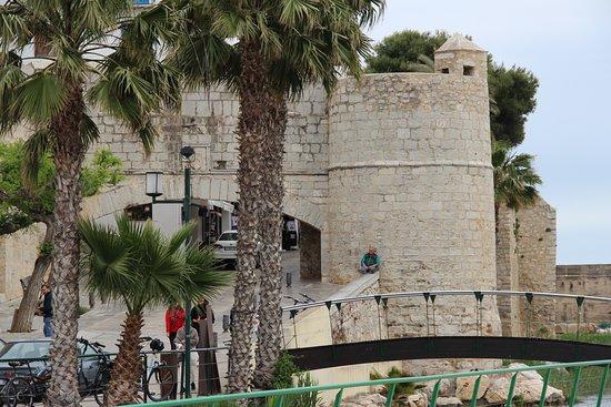 Puerta De Sant Pere