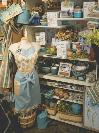 Vernon, Canadá: Gift Shop changes with the seasons. Here is our spring ware
