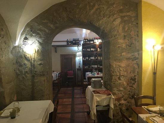 Trattoria Consolare: Looks like the inside of a cave, very good atmosphere!