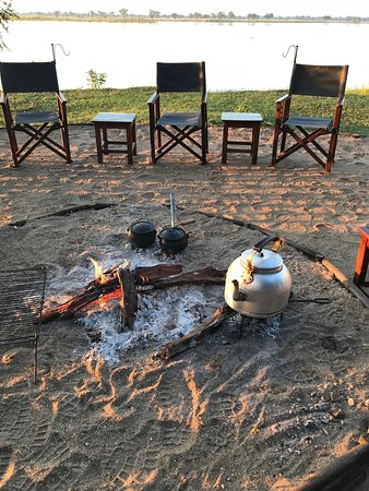 Lower Zambezi National Park, Ζάμπια: Porridge on the fire for Breakfast