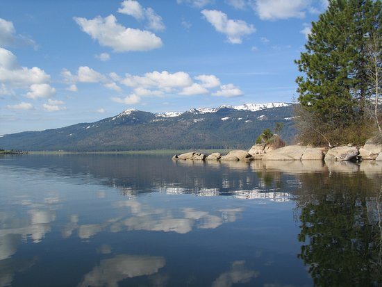 Less than a mile away, you'll enjoy the beaches of Lake Cascade, Idaho's 4th largest lake.