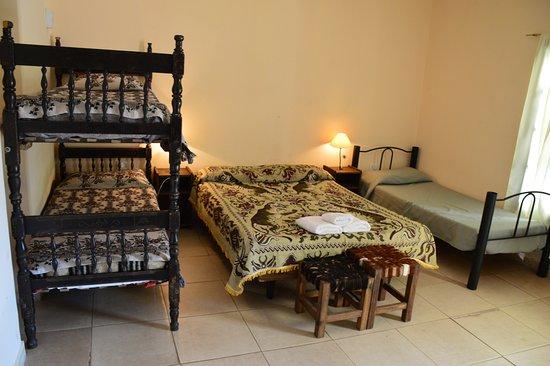 Habitacion doble fotograf a de el refugio de yala san for Habitacion quintuple