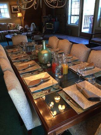 Idyllwild, CA: Breakfast Table