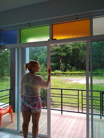 Khaosok Rainforest Resort: Окна огромные с красивым видом на природу