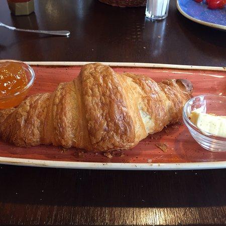 Diessen, Nemačka: croissant-frühstück