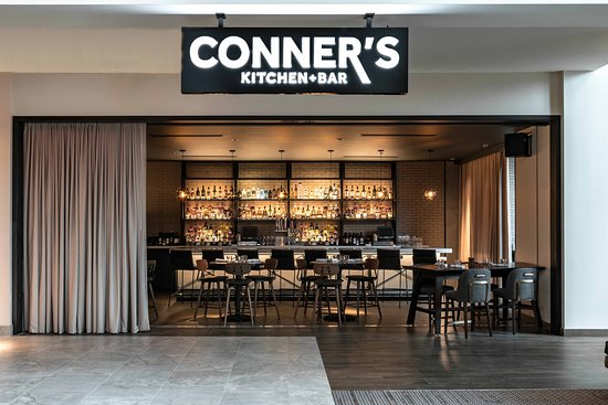 Indianapolis Marriott Downtown: Hotel entrance at Conner's Kitchen + Bar