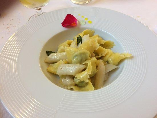 Ногароле-Рокка, Италия: Ravioli verdi con asparagi