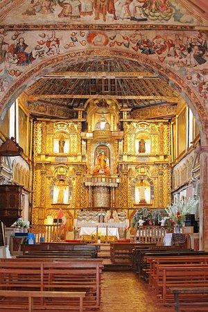 Huaro, Peru: Retablo del templo.