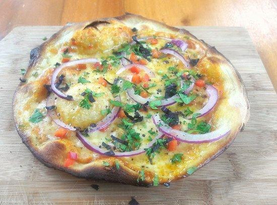 Alto de San Juan, Costa Rica: Pizza picante!  One of our specialties