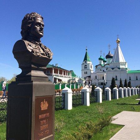 Pechersky Ascension Monastery: Романовская аллея