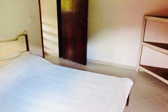 Camburi, SP: Quarto do chalé quádruplo 