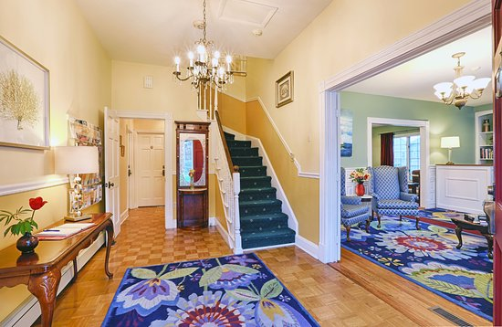Beech Tree Inn and Cottage: Foyer