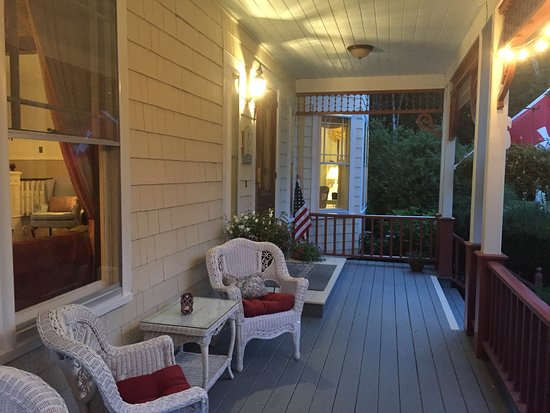 Victorian by the Sea: Front porch