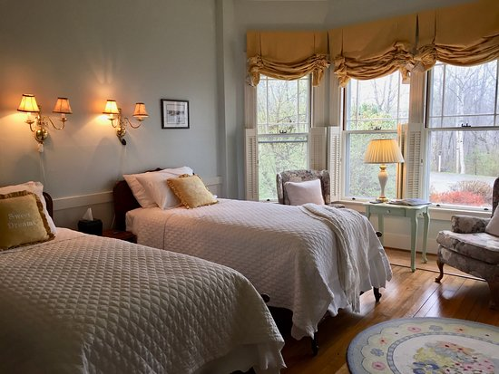 Victorian by the Sea: Harbor room