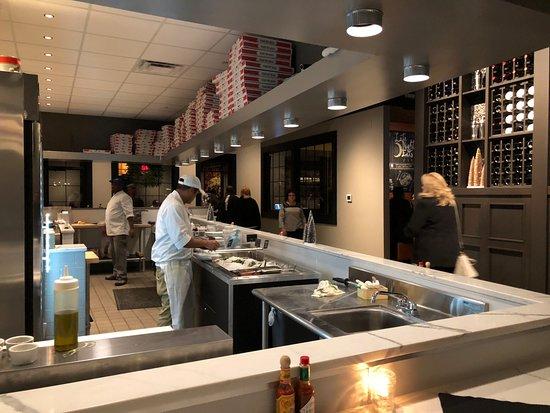 Rocky Hill, كونيكتيكت: Raw Bar and Pizza Bar