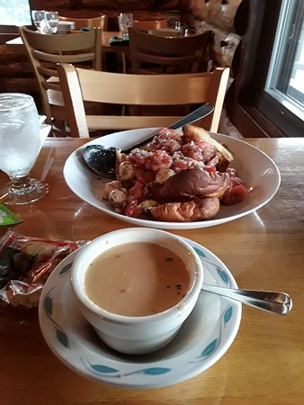 Log Cabin: Lobster bisque and bruschetta