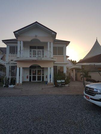 Nuoyong Empire Hotel, Hotels in Wa